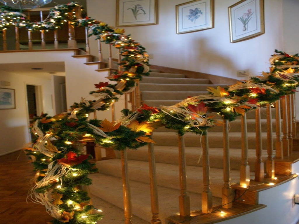 Christmas Staircase Decorating Ideas