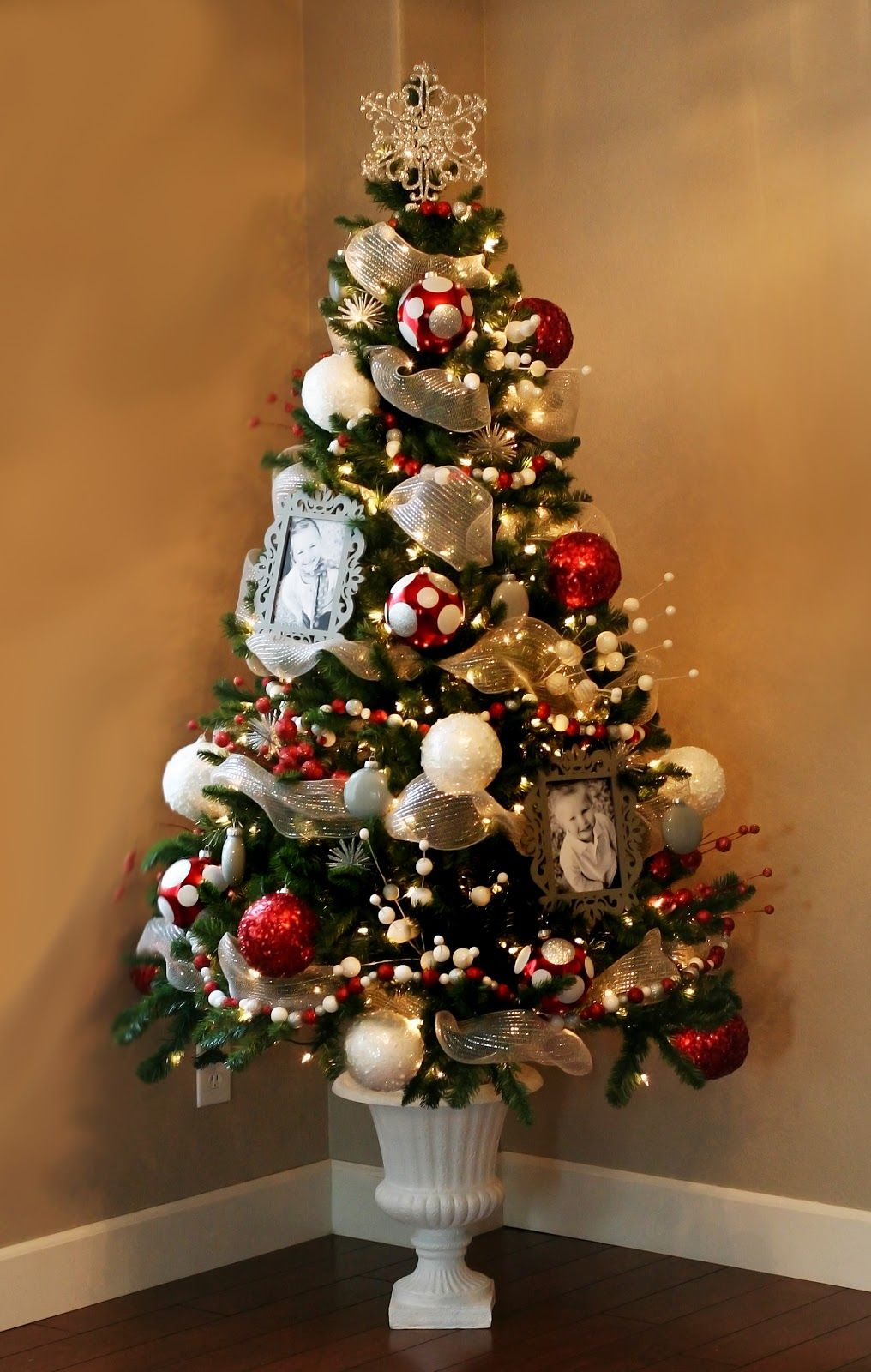 Themed Christmas Tree Decorations Ideas